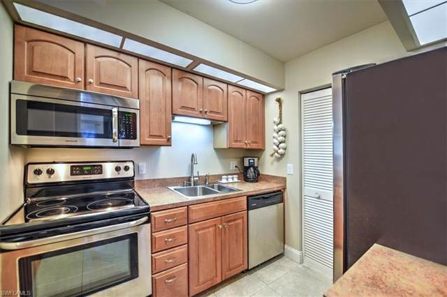 8171 S Woods Cir #5, Fort Myers, FL 33919 (MLS #219027676) :: Kris Asquith's Diamond Coastal Group