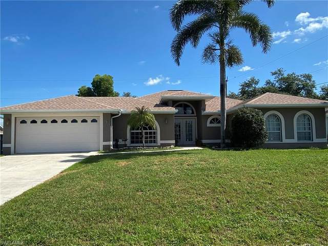8293 Bahamas Road, Fort Myers, FL 33967 (#220037904) :: The Dellatorè Real Estate Group