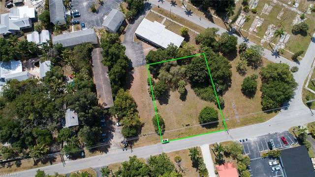 3140 E Riverside Drive, Fort Myers, FL 33916 (MLS #221023085) :: Realty Group Of Southwest Florida