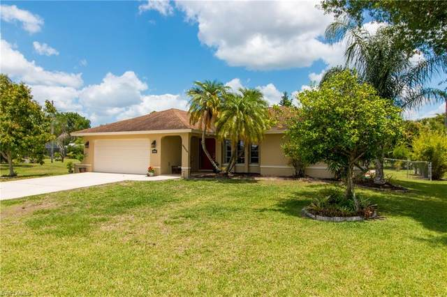 27223 Barefoot Lane, Bonita Springs, FL 34135 (#221031385) :: The Michelle Thomas Team