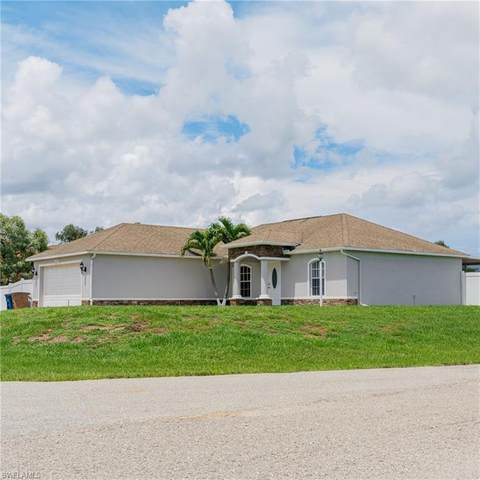 399 Pennfield Avenue, Lehigh Acres, FL 33974 (MLS #221048514) :: Florida Homestar Team