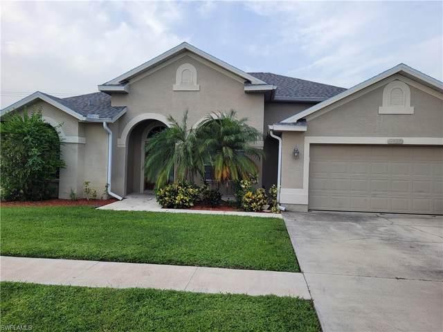 4560 Varsity Circle, Lehigh Acres, FL 33971 (MLS #221069020) :: Florida Homestar Team