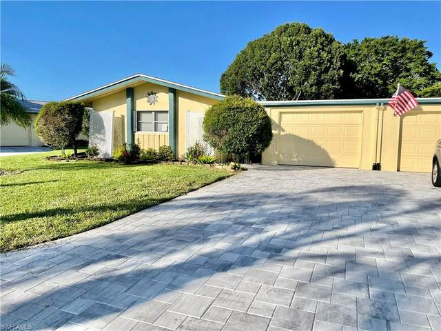 5574 Westwind Lane, Fort Myers, FL 33919 (MLS #221070010) :: Domain Realty