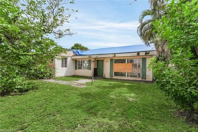3960 Edgewood Avenue, Fort Myers, FL 33916 (MLS #221071676) :: Clausen Properties, Inc.