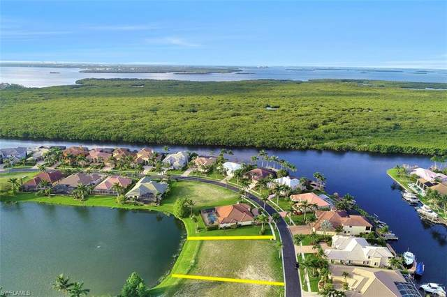 1918 Harbour Circle, Cape Coral, FL 33914 (MLS #218040201) :: Kris Asquith's Diamond Coastal Group