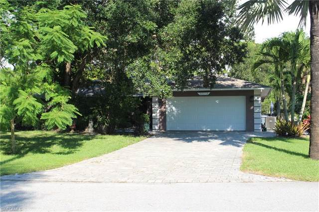 28032 Oak Lane, Bonita Springs, FL 34135 (#220061730) :: The Dellatorè Real Estate Group