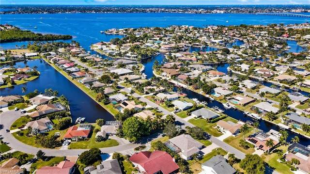 971 S Town And River Drive, Fort Myers, FL 33919 (#221008754) :: The Dellatorè Real Estate Group