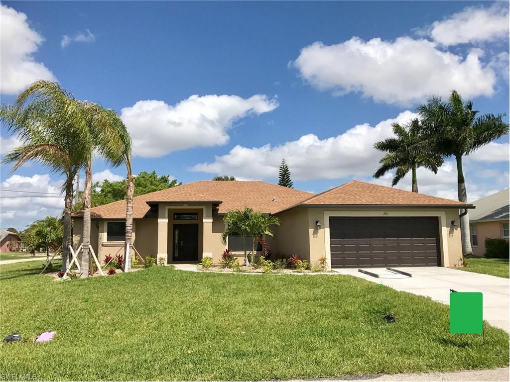 301 SE 29th St, Cape Coral, FL 33904 (MLS #216060727) :: The New Home Spot, Inc.