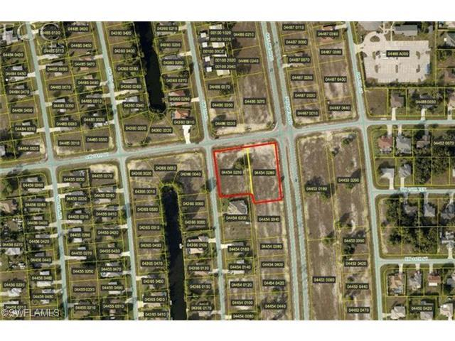 1006 Skyline Blvd, Cape Coral, FL 33991 (MLS #201220906) :: The New Home Spot, Inc.