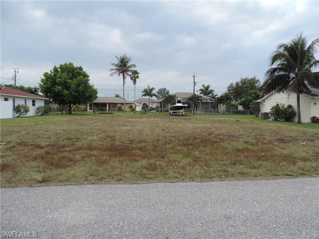 1814 SE 20th St, Cape Coral, FL 33990 (MLS #215013860) :: The New Home Spot, Inc.