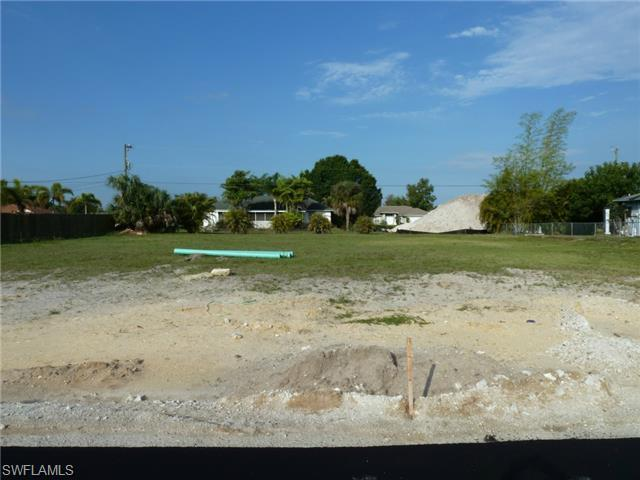 634 SW 9 Ave, Cape Coral, FL 33991 (#215021624) :: Homes and Land Brokers, Inc