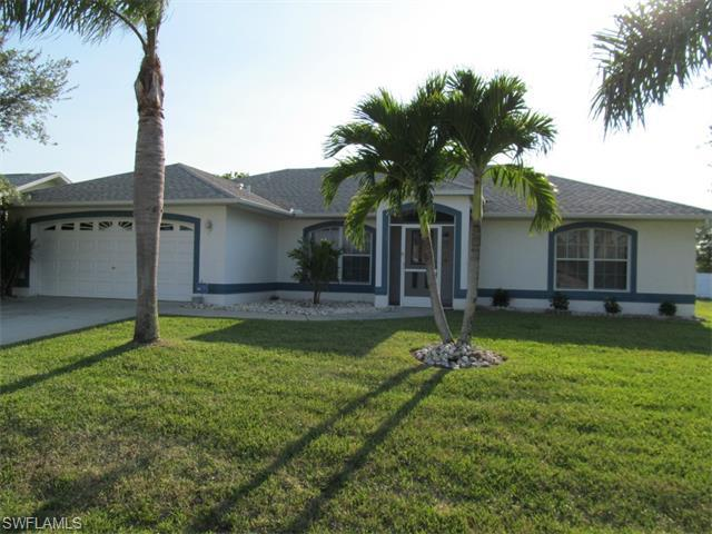 2204 SE 19th Ave, Cape Coral, FL 33990 (#215031310) :: Homes and Land Brokers, Inc