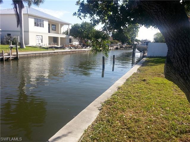 153 Driftwood Ln, Fort Myers Beach, FL 33931 (MLS #215039026) :: The New Home Spot, Inc.