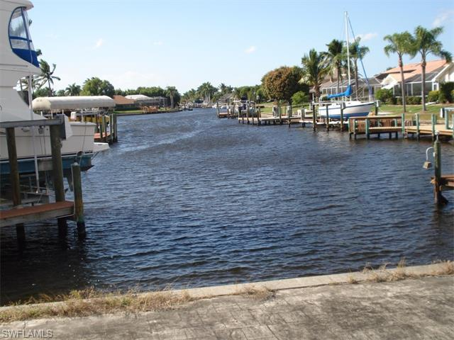 5210 SW 11th Ct, Cape Coral, FL 33914 (MLS #215059061) :: The New Home Spot, Inc.