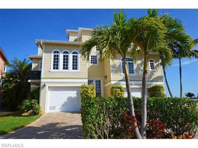 385 Seminole Way, Fort Myers Beach, FL 33931 (MLS #215065039) :: The New Home Spot, Inc.