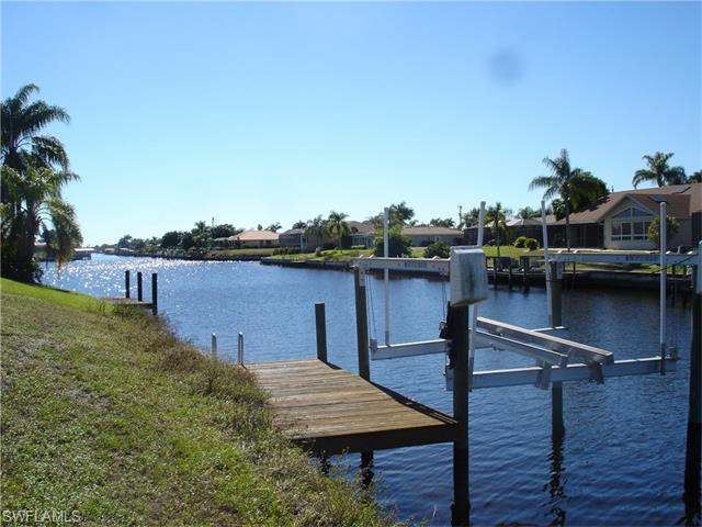 1526 SE 10th Pl, Cape Coral, FL 33990 (#215069309) :: Homes and Land Brokers, Inc