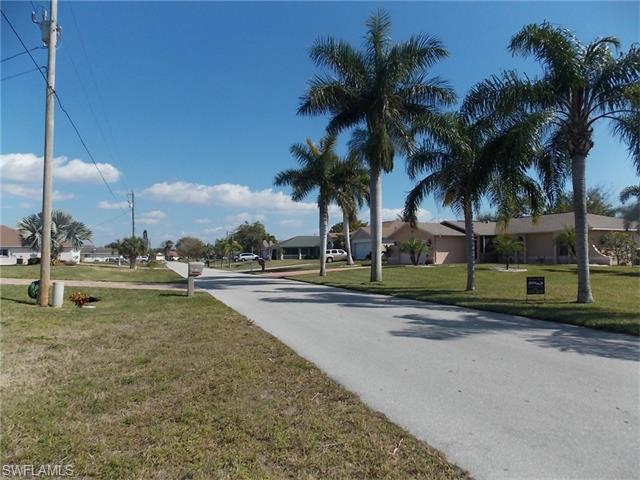 129 SE 11th Ter, Cape Coral, FL 33990 (#216012121) :: Homes and Land Brokers, Inc
