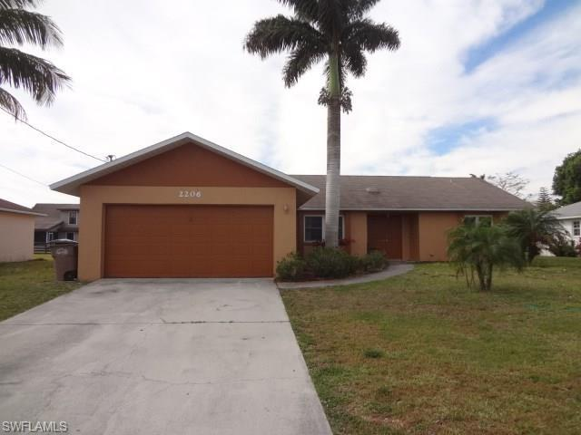 2206 SE 15th St, Cape Coral, FL 33990 (#216021374) :: Homes and Land Brokers, Inc