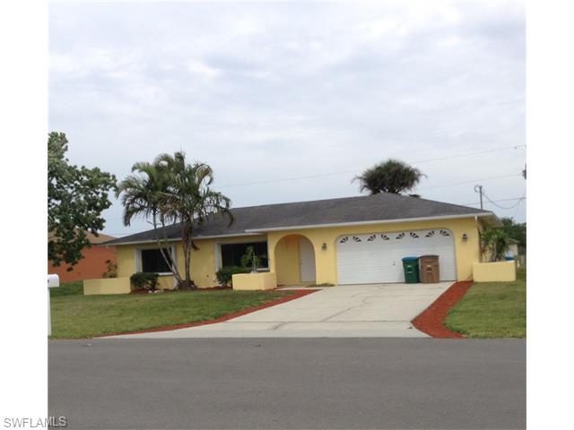 1209 SW 10th Pl, Cape Coral, FL 33991 (#216023034) :: Homes and Land Brokers, Inc