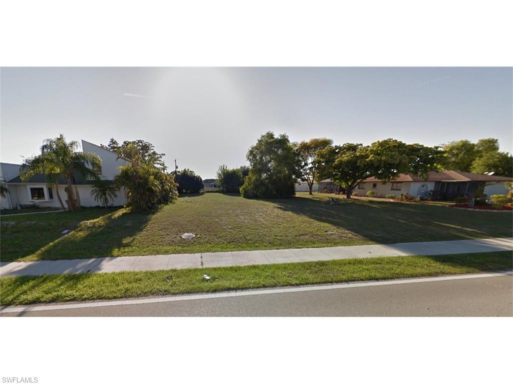 1814 Country Club Blvd, Cape Coral, FL 33990 (#216031607) :: Homes and Land Brokers, Inc