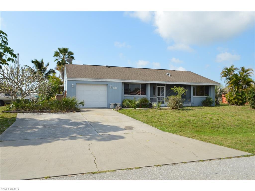 1510 SE 13th St, Cape Coral, FL 33990 (MLS #216034667) :: The New Home Spot, Inc.