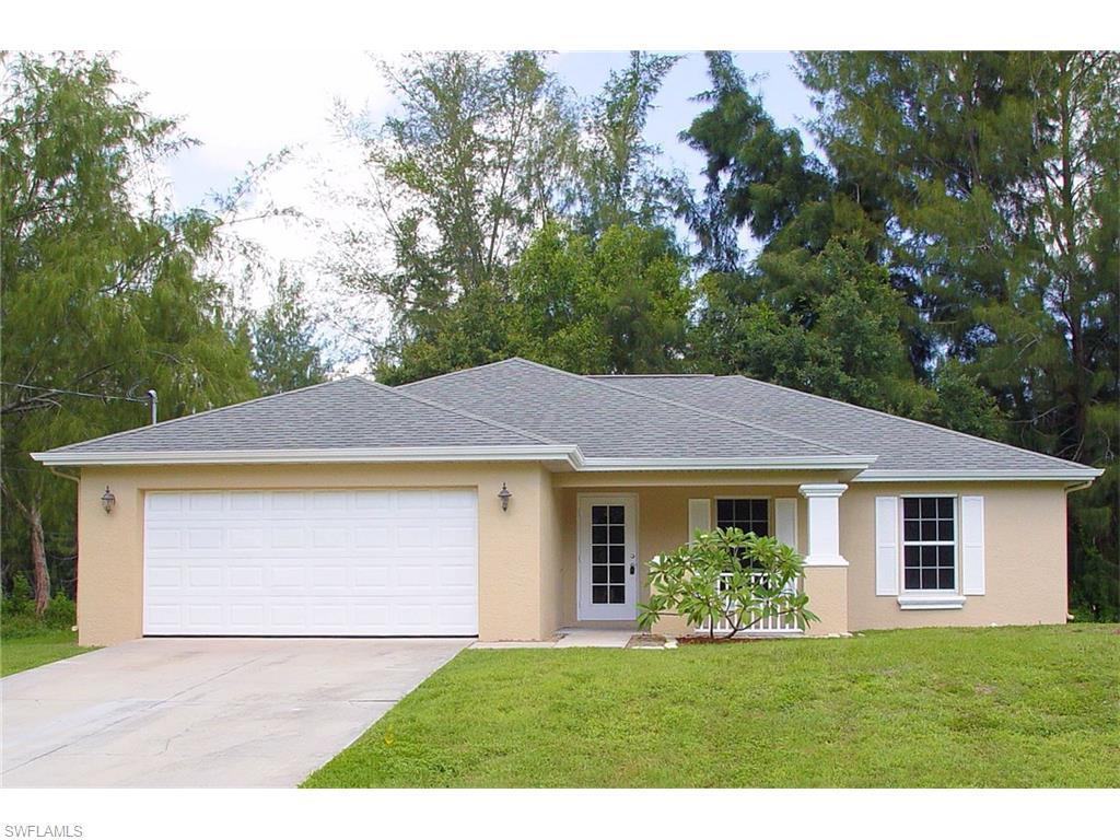 950 SW 15th Pl, Cape Coral, FL 33991 (#216042085) :: Homes and Land Brokers, Inc