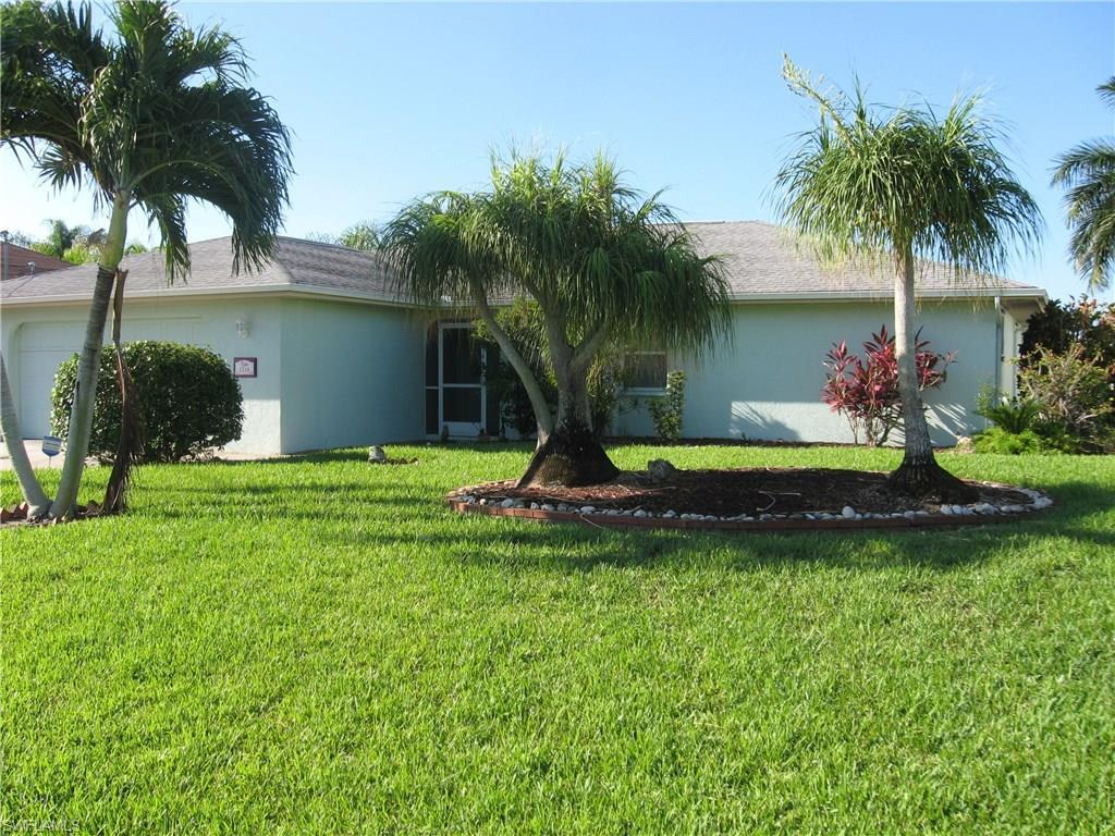 1218 SE 12th Ter, Cape Coral, FL 33990 (#216042089) :: Homes and Land Brokers, Inc