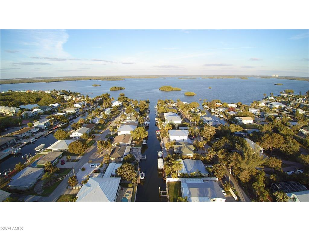 135 Driftwood Ln, Fort Myers Beach, FL 33931 (#216043565) :: Homes and Land Brokers, Inc