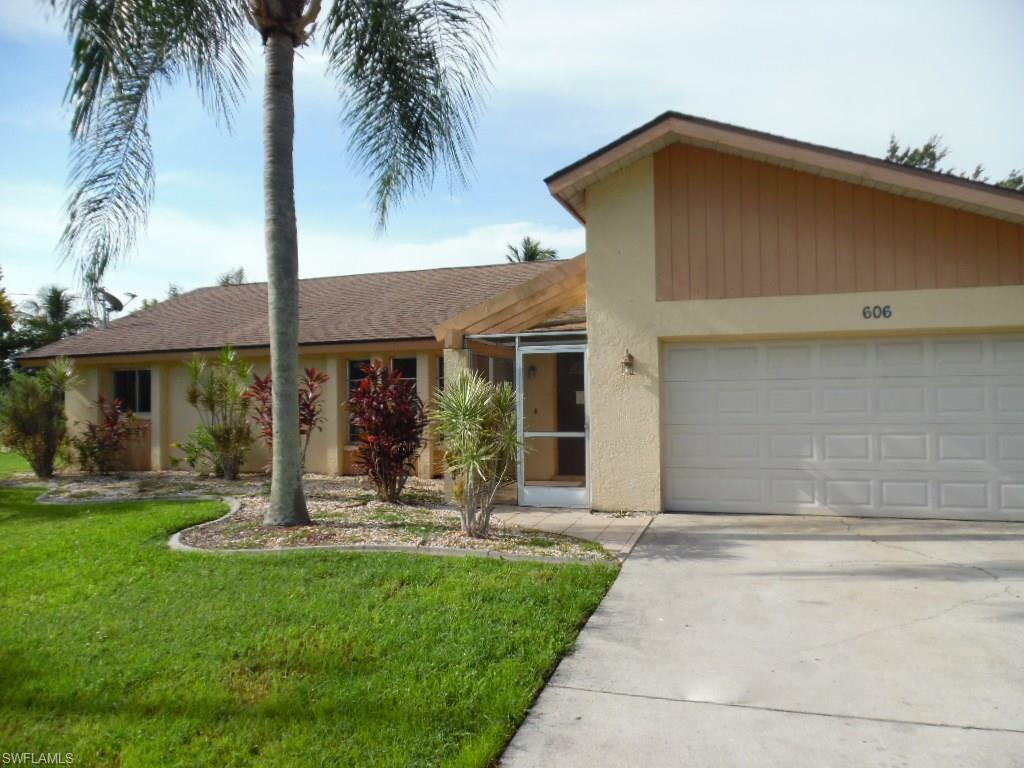 606 SW 35th St, Cape Coral, FL 33914 (MLS #216046209) :: The New Home Spot, Inc.