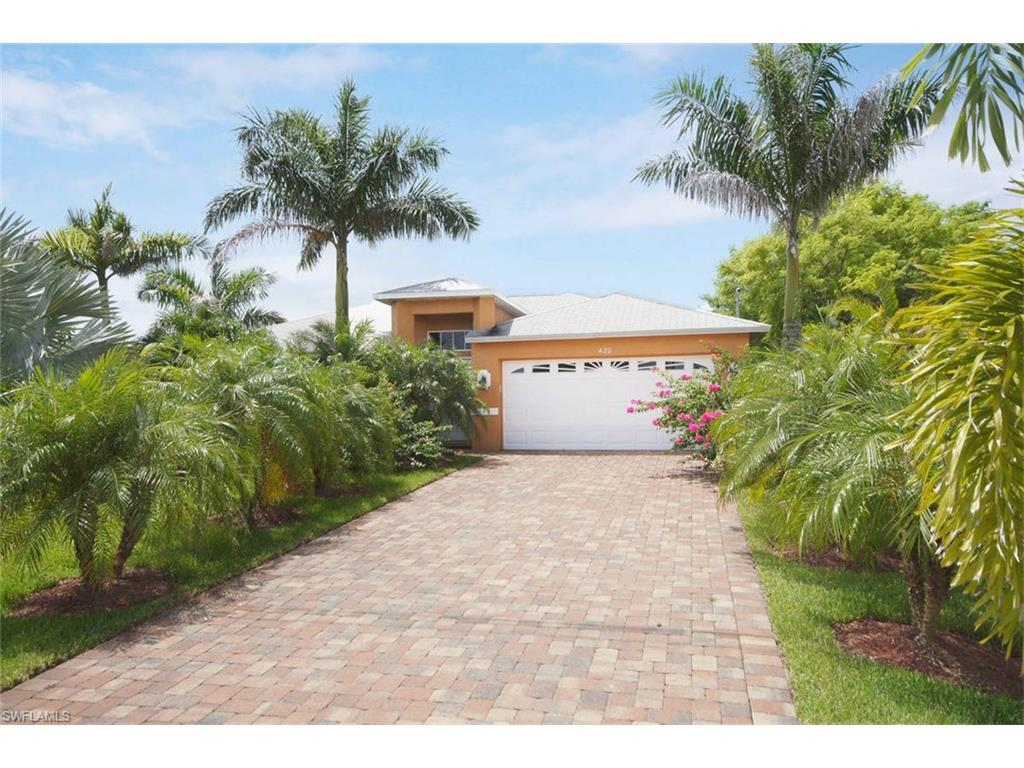 428 NE 9th St, Cape Coral, FL 33909 (#216046535) :: Homes and Land Brokers, Inc