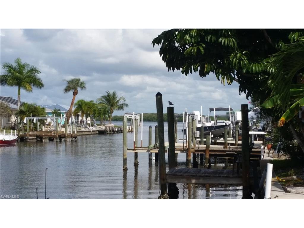 2590 Bayshore Dr, Matlacha, FL 33993 (MLS #216050212) :: The New Home Spot, Inc.