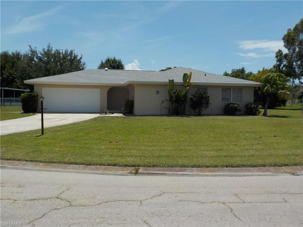 1528 Covington Cir E, Fort Myers, FL 33919 (MLS #216050282) :: The New Home Spot, Inc.
