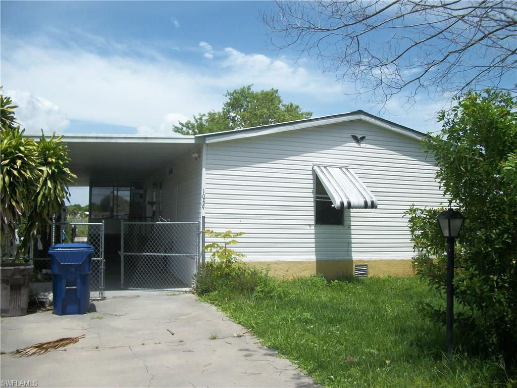 1069 Peaceful Ln, Moore Haven, FL 33471 (MLS #216050389) :: The New Home Spot, Inc.