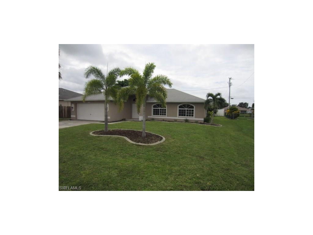 422 SE 22nd St, Cape Coral, FL 33990 (MLS #216050711) :: The New Home Spot, Inc.