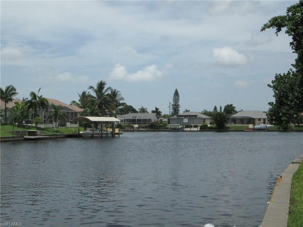 2918 SE 10th Pl, Cape Coral, FL 33904 (#216051608) :: Homes and Land Brokers, Inc