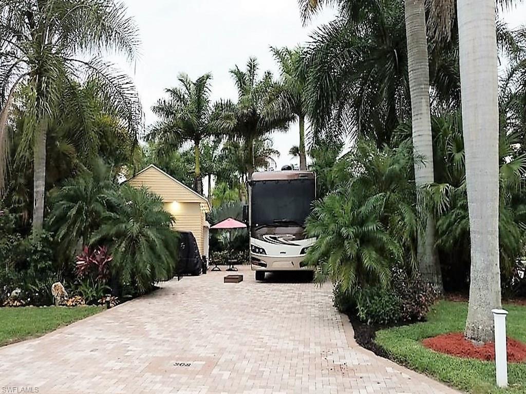3141 E Riverbend Resort Blvd, Labelle, FL 33935 (#216053872) :: Homes and Land Brokers, Inc