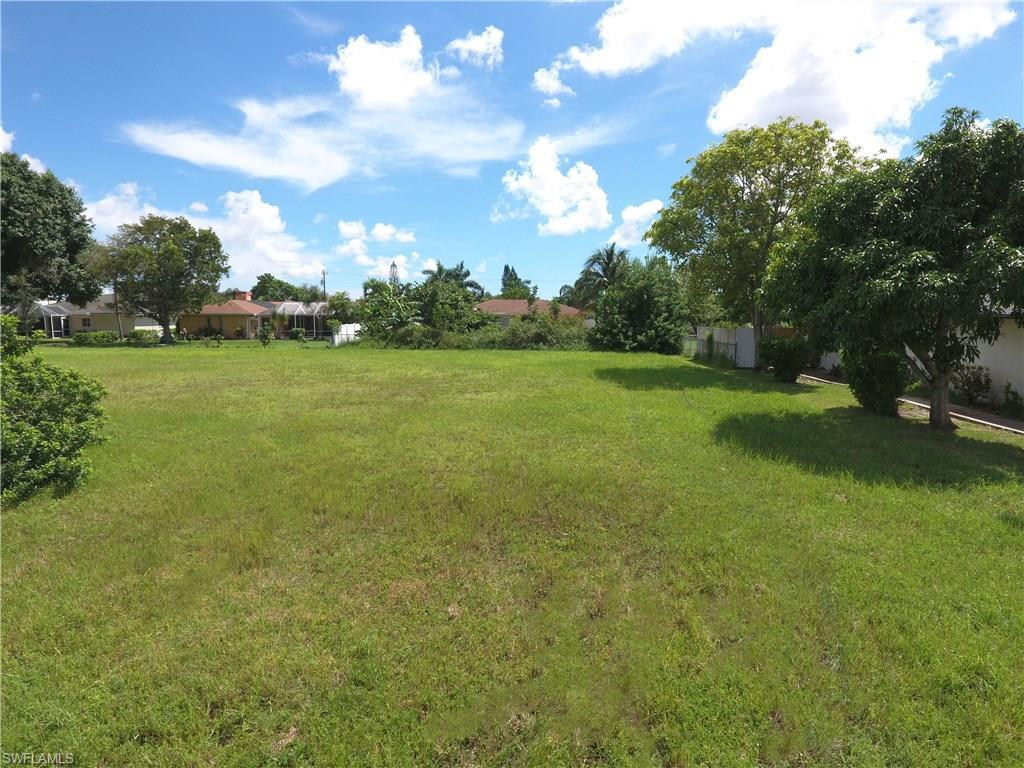 620 SE 31st Ln, Cape Coral, FL 33904 (#216054364) :: Homes and Land Brokers, Inc