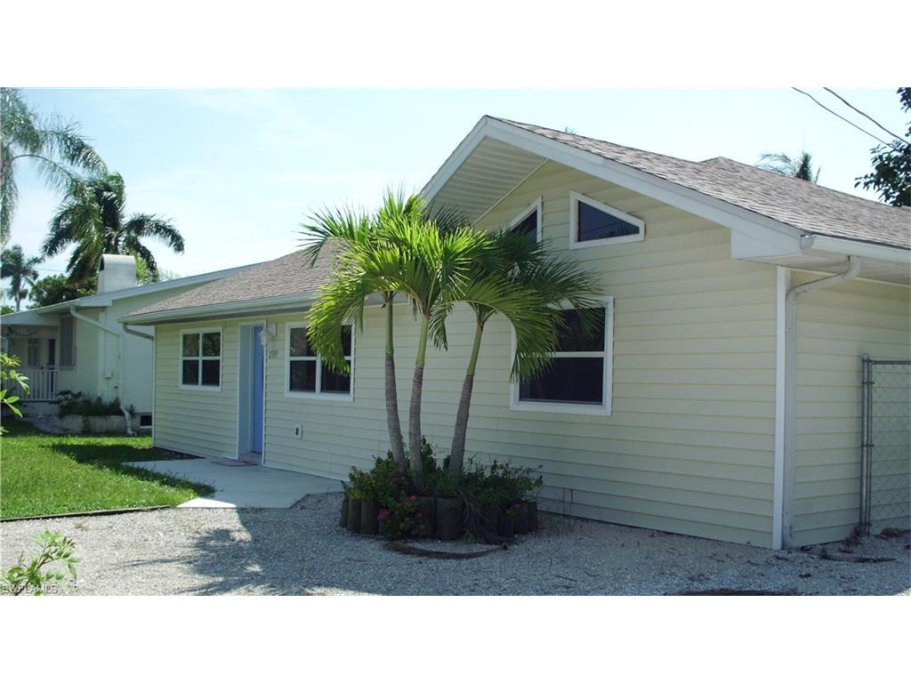 2319 Date St, St. James City, FL 33956 (MLS #216055822) :: The New Home Spot, Inc.