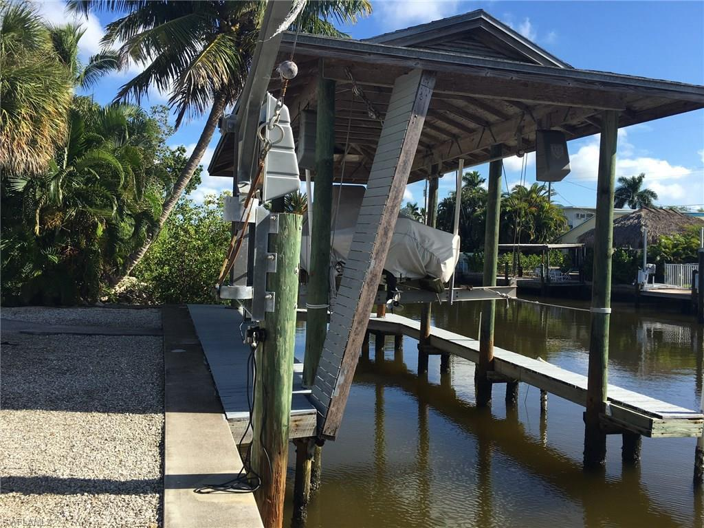 218 Ohio Ave, Fort Myers Beach, FL 33931 (MLS #216056282) :: The New Home Spot, Inc.