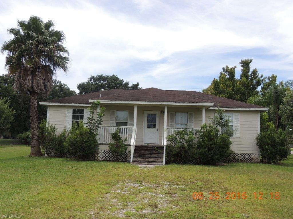 598 Avenue M SW, Moore Haven, FL 33471 (MLS #216056644) :: The New Home Spot, Inc.