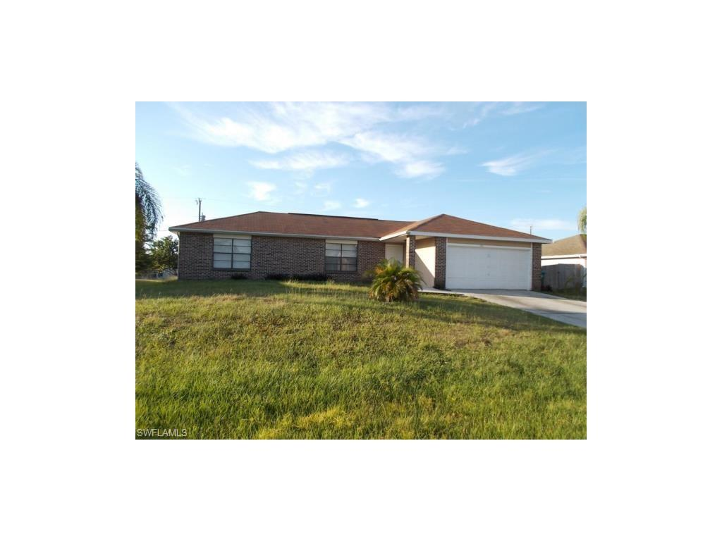130 SW 21st Ln, Cape Coral, FL 33991 (#216056707) :: Homes and Land Brokers, Inc