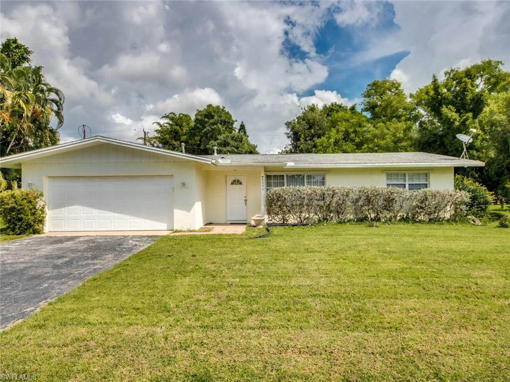 2343 Woodland Blvd, Fort Myers, FL 33907 (MLS #216056960) :: The New Home Spot, Inc.