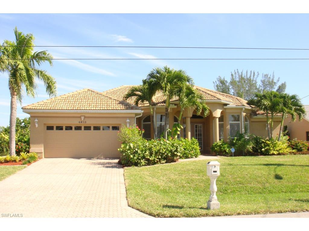 4613 SW 17th Pl, Cape Coral, FL 33914 (MLS #216057044) :: The New Home Spot, Inc.