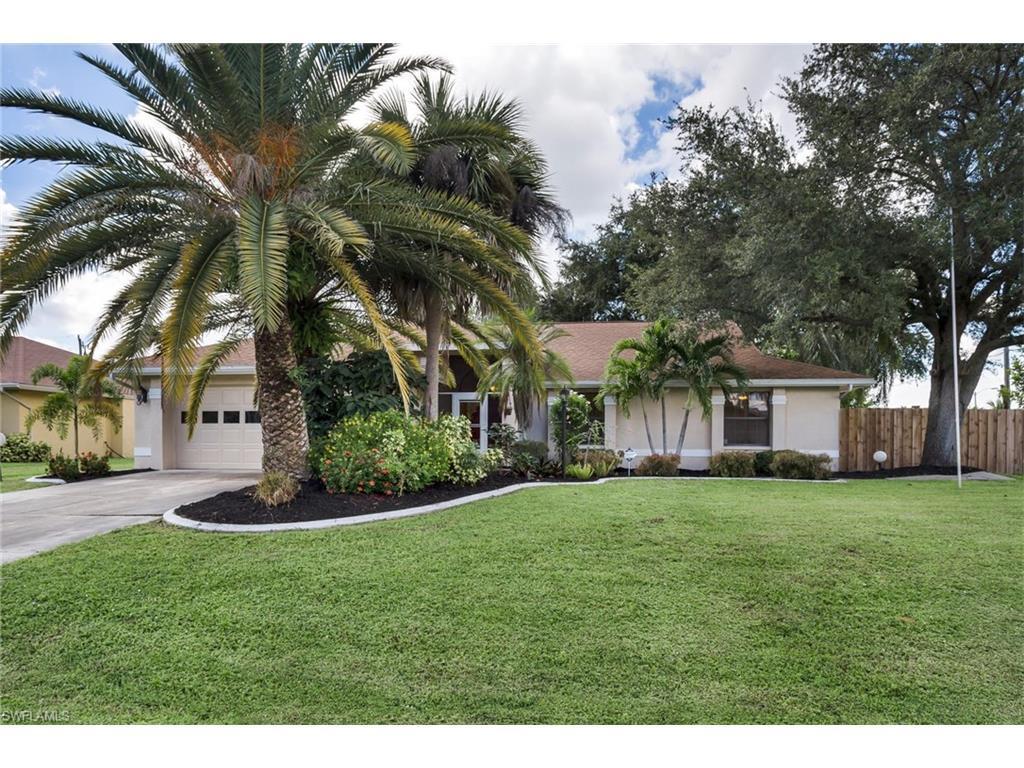 904 SE 21st Pl, Cape Coral, FL 33990 (MLS #216057826) :: The New Home Spot, Inc.