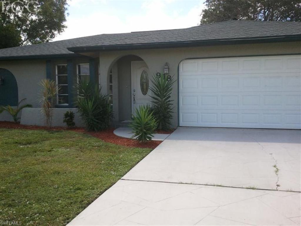 918 SE 27th Ter, Cape Coral, FL 33904 (#216058651) :: Homes and Land Brokers, Inc
