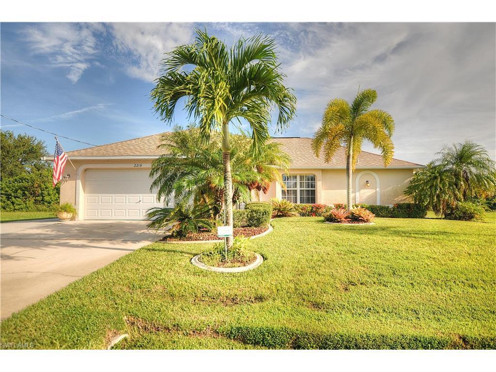 2219 SE 5th Ter, Cape Coral, FL 33990 (MLS #216058902) :: The New Home Spot, Inc.
