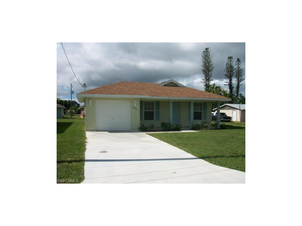 2092 Fountain St, Fort Myers, FL 33916 (#216058918) :: Homes and Land Brokers, Inc