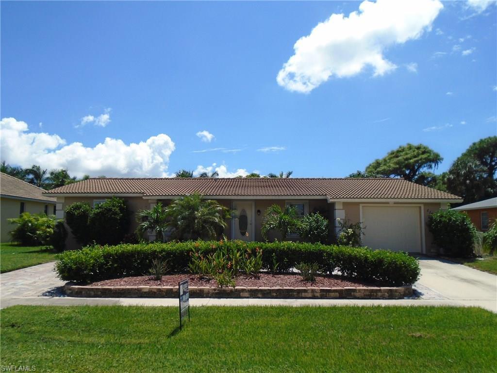 1195 Sunbird Ave, Marco Island, FL 34145 (MLS #216059777) :: The New Home Spot, Inc.