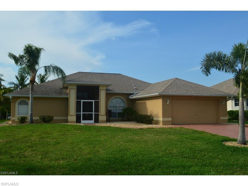 1135 SE 16th St, Cape Coral, FL 33990 (#216059885) :: Homes and Land Brokers, Inc