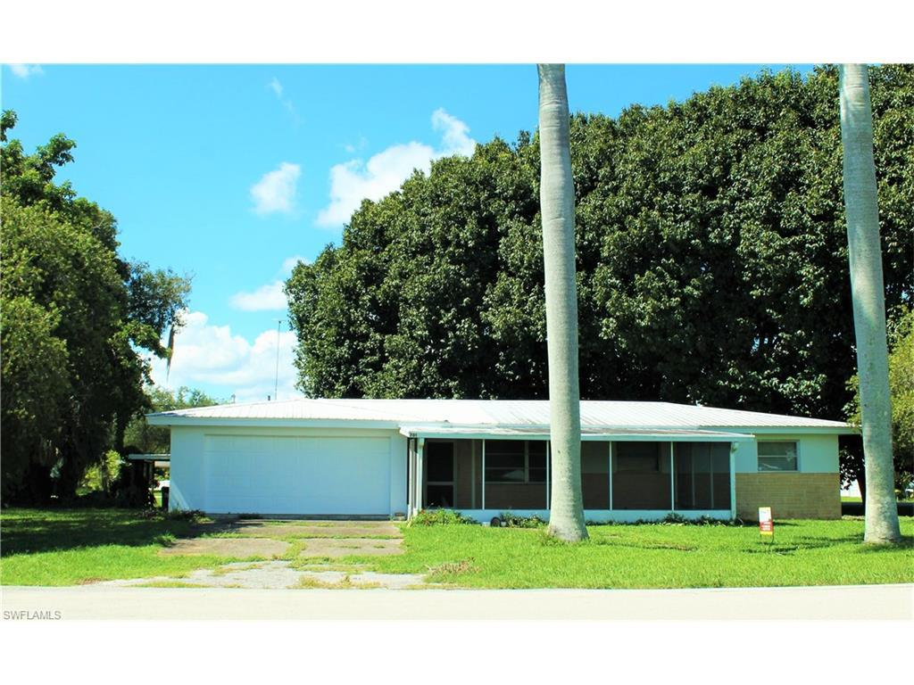 701 Riverside Dr, Moore Haven, FL 33471 (MLS #216060120) :: The New Home Spot, Inc.